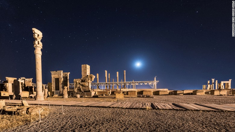 160210133856-persepolis-night-2-exlarge-169